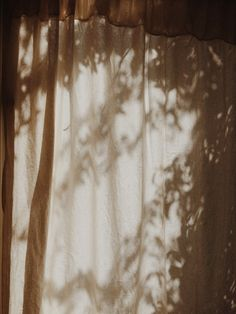 I have this thing with light Cream Aesthetic, Aesthetic Light, Brown Aesthetic, Aesthetic Vintage, Aesthetic Photo, Aesthetic Pictures, Colorfull Wallpaper, Shadow Play, Ex Machina