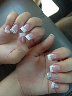 French tip nails with accent sparkly silver nail – The Best Nail Designs – Nail Polish Colors & Trends French Nails, Short French Tip Nails, French Tip Acrylic Nails, French Tip Nail Designs, Acrylic Nail Tips, French Tip With Glitter, Sparkly French Tips, Sparkly French Manicure, Gold French Tip