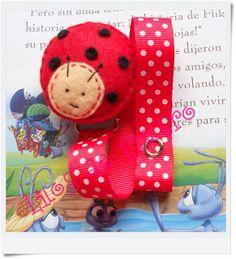 """""Lilos de fieltro"""": MAS CHUPETEROS PARA STAR TARA!! Ladybug Party, Felt Bows, Crochet, Sewing Crafts, Dinosaur Stuffed Animal, Crafts For Kids, Quilts, Watermelon, Baby Things"