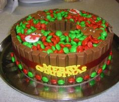 Chocolate Fudge Cake Christmas Wreath: A very decadent and ohhh soooo chocolatey heavenly cake.