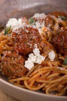 Σπαγγέτι με κεφτέδες σε κόκκινη σάλτσα Spaghetti, Food And Drink, Beef, Ethnic Recipes, Meat, Noodle, Steak