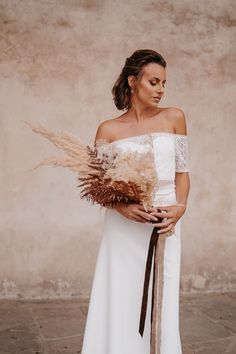 Styled shoot in Florence. The wedding dress is available at the shop from dear Ela @elas_braeute in. Mainz. Dresses | @elas_braeute Gown Wedding, Wedding Shoot, Bridal Gown, Wedding Ceremony, Wedding Dresses, Wedding Looks, Perfect Wedding, Tuscan Wedding, Free Wedding