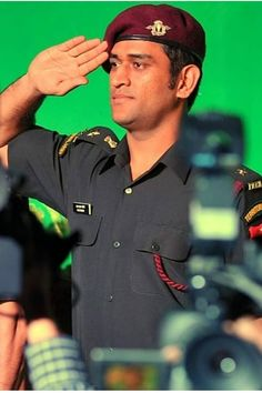 Cricket Sport, Cricket Match, Me Dhoni, Allu Arjun Hairstyle, Mumbai Indians Ipl, Dhoni Quotes, Indian Army Wallpapers, Ms Dhoni Wallpapers, Army Pics