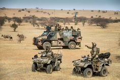 Dutch soldiers in Mali Military Units, Military Police, Military Weapons, Army Vehicles, Armored Vehicles, American Special Forces, Millenium, Tank Armor, Military Action Figures