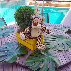 Instagram photo by @leticiamelgacodecor via ink361.com Monkey Birthday Parties, Jungle Theme Birthday, Safari Theme Party, 1st Boy Birthday, Diy Baby Shower Decorations, Baby Shower Themes, Minnie Safari, Jungle Centerpieces, Baby Shower Fall