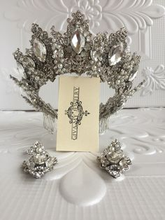 Gorgeous silver crown features beautiful clear-white crystals and radiant rhinestones in an chic design. This crown is complemented with earrings in the same gorgeous style. Perfect for a wedding Silver Tiara, Silver Pearls, Bridal Earrings, Bridal Jewelry, Headpiece Jewelry, Jewellery, Bride Tiara, Magical Jewelry, Crystal Crown