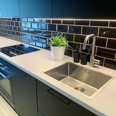 Ikea Kungsbacka antrasitt er en slitesterk kjøkkenfront i en mørk grå, nesten svart farge. Fronten har en moderne stil som er lett å like, ifølge Ikea. Nest, Sink, Kitchen, Ideas, Home Decor, Nest Box, Sink Tops, Vessel Sink, Cooking