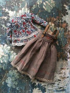 Pinafore Set for Blythe-Liberty blouse от moshimoshistudio на Etsy