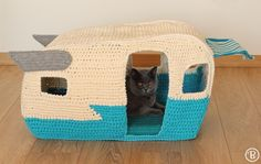 ***This listing is for the PATTERN (PDF file) not the finished product.***  The On the Road House cat bed is inspired in the cute vintage caravans from the 60s. Isnt it the cutest thing ever? Just imagine your cute furry friend peeking through the windows! ^^  The On the Road House has a comfy pillow inside and windows on all sides. This super cute pet bed fits up to three cats or dogs, depending on their size, perfect for those fur balls that like to huddle up together to sleep.  This PDF…