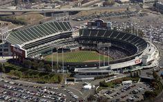 El Oakland - Alameda County Colliseum, es un estadio multiusos ubicado en Oakland (Estados Unidos). Tiene capacidad máxima de 63.000 espectadores y actualmente alberga juegos de béisbol (Atléticos) y de fútbol americano.