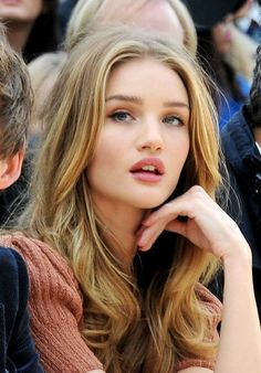 All about Rosie Huntington-Whiteley (Beauty Women Naturally) Rose Huntington, Rosie Alice Huntington Whiteley, Rosie Whiteley, Julienne Hough, Actrices Sexy, Pretty Face, Blonde Hair, Makeup Looks, Hair Makeup