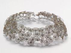 Ines Schwotzer, necklace, looks like dandelion seeds (Diy Necklace Metal) Jewelry Crafts, Jewelry Art, Jewelry Accessories, Jewelry Design, Fashion Jewelry, Handmade Necklaces, Handmade Jewelry, Unique Jewelry, Passementerie