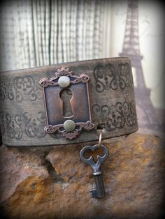 Brown Distressed Leather Cuff Bracelet with Vintage Lock & Key-Brown, Distressed ,Leather, Cuff ,Bracelet ,with ,Vintage ,Lock, Key