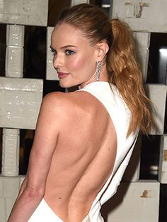 Kate Bosworth is today's beauty secret with a wavy ponytail. Get the look, here: Bride Hairstyles, Pretty Hairstyles, Teal Eyeliner, Wavy Ponytail, Kate Bosworth, Celebrity Makeup, Celebrity Style, Daily Beauty, Everyday Hairstyles