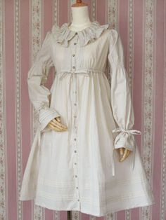 Lolita casual dress, reminiscent of 1940/50s shirtwaist dresses