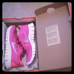 For fitness, excellent Nike shoes, ladies leisure sports shoes, is very nice and cheap! Cheap Sneakers, Nike Shoes Cheap, Sneakers Nike, Pink Nike Shoes, Pink Nikes, Nike Free Runs For Women, Nike Women, Lunar Shoes, Nike Shoe Store