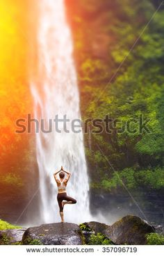 A young woman practicing yoga outdoors in front of the beautiful waterfall. Outdoor Yoga, Extreme Photography, Photography Tricks, Sunset Photography, Bali Yoga, Love Handle Workout, Love Handles, Beautiful Waterfalls, Best Photographers