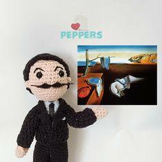Famoso por sus grandes obras, tenemos a nuestro Salvador Dalí Crochet Hats, Teddy Bear, Toys, Animals, Salvador Dali, Amigurumi, Knitting Hats, Activity Toys, Animaux