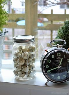 Easy Christmas decorating: jingle bells in a jar/vase