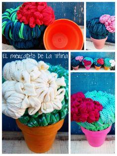 Cactus floridos realizados en telar circular con totora (tela). El cactus se desmonta de la maceta para guardar adentro lo que quieras. elmercaditodelatitina@yahoo.com.ar