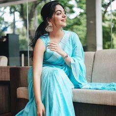 Top Half Saree Designs That Will Look Too Good in Photos Dress Indian Style, Indian Outfits, Indian Wear, Saree Poses, Modern Saree, Sari Dress, Saree Photoshoot, Saree Trends, Stylish Sarees