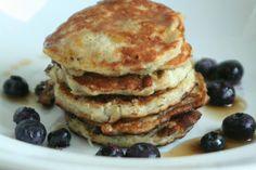 Pannenkoeken hebben een ongezond imago. Onterecht, kijk eens naar deze 10 gezonde pannenkoeken recepten. Gebruik ander meel of voeg groente & fruit toe. Breakfast Smoothies, Breakfast Recipes, Healthy Cooking, Healthy Snacks, Low Carb Recipes, Healthy Recipes, Good Food, Yummy Food, Low Carb Deserts
