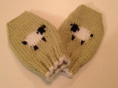 Moufles bébé doux avec motif de moutons   Etsy Hats, Fashion, Fingerless Gloves, Sheep, Wool, Bebe, Colors, Moda, Hat