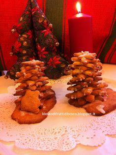 Piparkakkukuusi - Albero di piparkakku (biscotti di pan di zenzero)