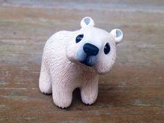 Polar bear: Handmade miniature polymer clay by AnimalitoClay