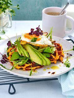 #Süßkartoffeln kannst du auch prima zu #Süßkartoffel-Waffeln zubereiten. Mit #pochiertem Ei und frischer #Avocado bilden sie ein gesundes #Frühstück.