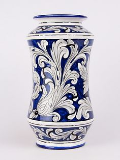 CeramicArt - Vaso farmacia detto ad albarello (H 30) Blue Pottery, Ceramic Pottery, Ceramic Art, Pottery Painting Designs, Paint Designs, Scandinavian Folk Art, Renaissance Art, Clay Crafts, White Porcelain