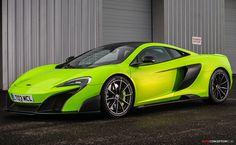 Seductive McLaren 675LT in mantis green