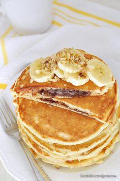 Κολασμένα pancakes με γέμιση πραλίνας φουντουκιού – kouzinista Nutella Pancakes, Mini Pancakes, Homemade Pancakes, How To Make Nutella, How To Make Pancakes, Pancakes From Scratch, Recipe Tin, Hazelnut Spread, Chocolate Chunk Cookies