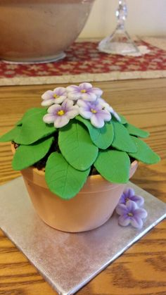 African Violet mini cake (using the Wilton Kingsize Muffin Pan)