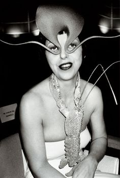 Fashion editor Isabella Blow in an octopus hat by Philip Treacy and a lobster necklace (1989)  |  via:  Ananas à Miami