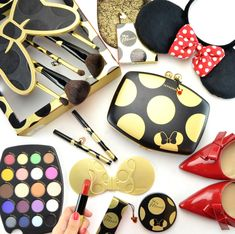 Sephora Minnie's World in Color Eyeshadow Palette Love My Makeup, Fancy Makeup, Makeup Is Life, Makeup Goals, Beauty Makeup, Shimmer Lip Gloss, Disney Makeup, Smokey Eye Makeup Tutorial, Trendy Girl