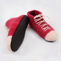Converse felted wool slippers Felted Wool Slippers, Sheep Wool, Wool Felt, Lana, Converse, Model, Leather, Fashion, Mathematical Model