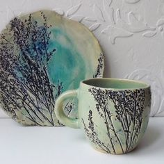 Many people who are interested in pottery find themselves searching for ways to improve their craft, whether they're just getting started or have been p. Slab Pottery, Pottery Mugs, Ceramic Pottery, Pottery Art, Keramik Design, Pottery Supplies, Keramik Vase, Clay Design, Sgraffito