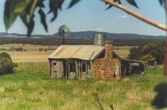 Australian Human Construction Image Gallery - Australian Photography by Trevor Phillips Australian Country Houses, Australian Farm, Australian Homes, Australian Sheds, Colonial Cottage, Old Cottage, Abandoned Buildings, Abandoned Places, Construction Images