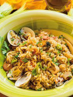 Risotto with seafood - Il Risotto ai frutti di mare è un vero must della cucina del Belpaese, gustoso e ricco. Fa da piatto unico se accompagnato da un contorno di verdure. #risoaifruttidimare