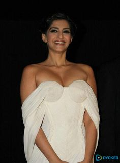 Sonam Kapoor hot and sexy pics are a treat to watch, so we compiled near nude and hot photos of Sonam Kapoor in bikini, saree, jeans, and from her hot photoshoots. Check out Sonam Kapoor hot images here Bollywood Actress Hot Photos, Indian Bollywood Actress, Bollywood Girls, Beautiful Bollywood Actress, Bollywood Fashion, Beautiful Actresses, Bollywood Oops, Bollywood Bikini, Bollywood Style