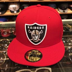 Era Oakland Las Vegas Raiders Fitted Hat All Red/Official Team Logo Oakland Raiders Super Bowl, Nfl Raiders, Oakland Raiders Football, Raiders Cake, Chicago Bulls Outfit, Dope Hats, Best Caps, New Era 59fifty, Red Bandana