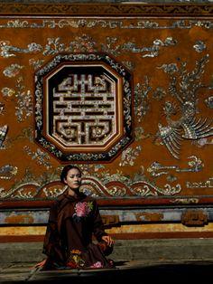 Minh Hanh. Vietnamese Fashion Designer. Hue 2011 Photo: MH. Model: Phuong Lien