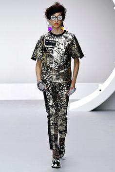 Louise Gray  http://brankopopovic.blogspot.nl/2012/09/highlights-at-london-fashion-week-ss.html