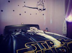 Y a la hora de ir a dormir el lado oscuro esta con nosotros XD  Con: @encarnux ----------------------------------------------- #buenasnoches #viernes #finde #findesemana  #starwars #darthvader  #stormtrooper #force #theforce #totoro #friki #freak #amigurumi #love #together #sleep #happy  #bed #cama #room #bedroom #cuarto #dormitorio #hause #casa #weekend by cramded
