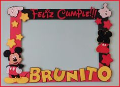 Marco selfie y nombre decorado de mickey mouse, todo en goma eva :) Fiesta Mickey Mouse, Mickey Mouse Parties, Mickey Party, Mickey Mouse Party Decorations, Mickey 1st Birthdays, Mickey Mouse 1st Birthday, Minion Party Theme, Party Themes, Mickey Mouse Picture Frames