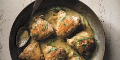 Out of tarragon in the kitchen and need some? We have 8 tarragon substitute ideas for you here and you likely have at least 1 of them in your kitchen. Braised Chicken Thighs, Tarragon Chicken, Homemade Mayonnaise, Chicken Recipes Video, Entrees, Healthy Snacks, Healthy Eating, Main Dishes, Gastronomia