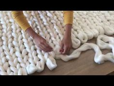 (12) DIY Tutoriel: tricoter une couverture XXL avec les mains en laine merinos SuperComfy - YouTube