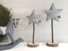 Christmas decoration Stjerne set gray 2 felt stars on real wood by snuggles-co H . - Christmas decoration Stjerne Set gray 2 felt stars on real wood from snuggles-co Holz ideen - Noel Christmas, Christmas Crafts, Christmas Decorations, Xmas, Christmas Ornaments, Christmas Ideas, Cottage Christmas, Wood Ornaments, Halloween Crafts
