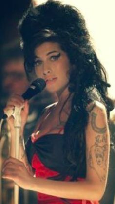 Amy Winehouse, one of the best jazz voices I've hear. Amy Winehouse, Music Icon, Soul Music, Music Is Life, Music Music, Kevin Parker, Rage Against The Machine, Christina Aguilera, Blues